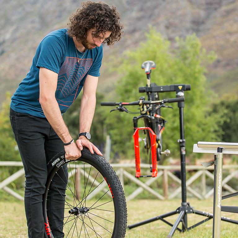 2d3e23c5015 How to setup tubeless tires | SCOTT Sports